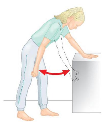 выполнения одного из упражнений при плечелопаточном периартрите