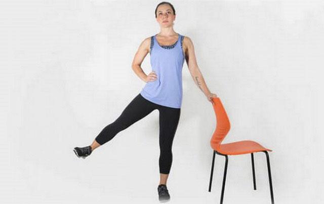 отведение ног в сторону с опорой на стул