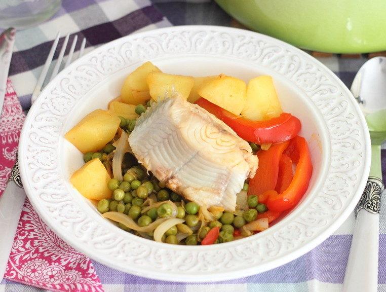 Тушеная рыба с овощами в меню при увеличенной печени