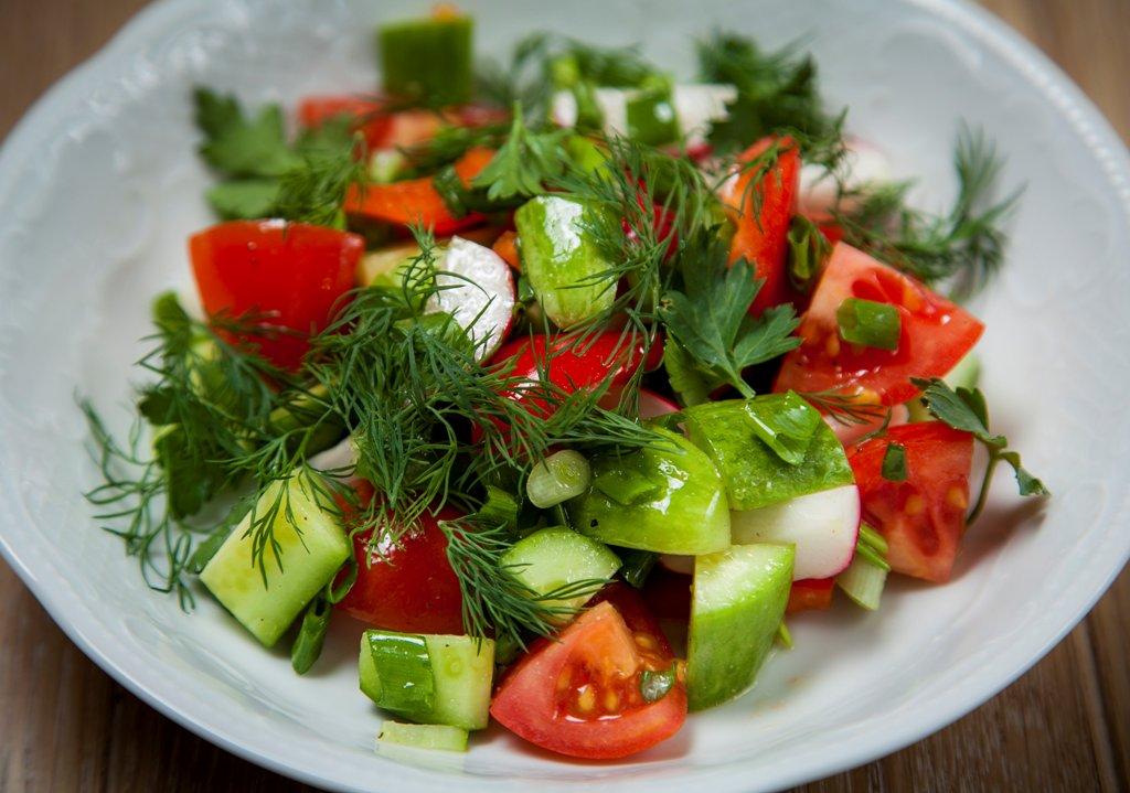 Овощной салат в меню при желчекаменной болезни