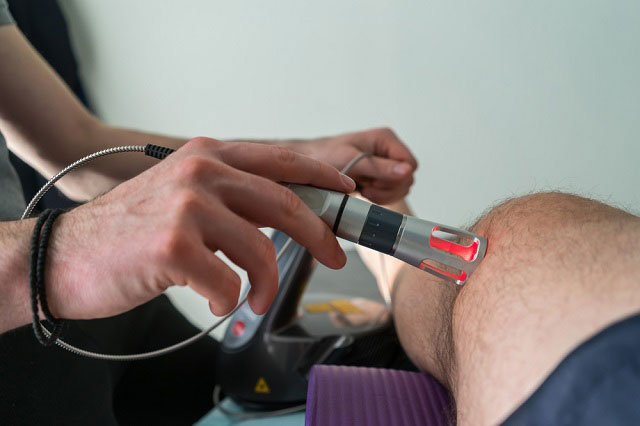 лазеротерапия коленного сустава