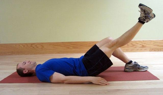 упражнение с подъемом прямой ноги лежа, часть 2