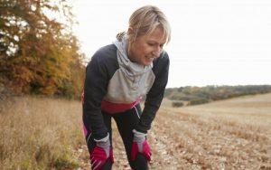У женщины наблюдаются симптомы астмы физического усилия