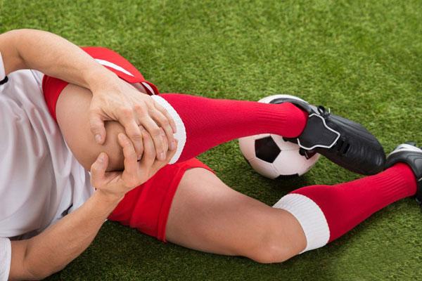 острая боль в области коленного сустава после травмы