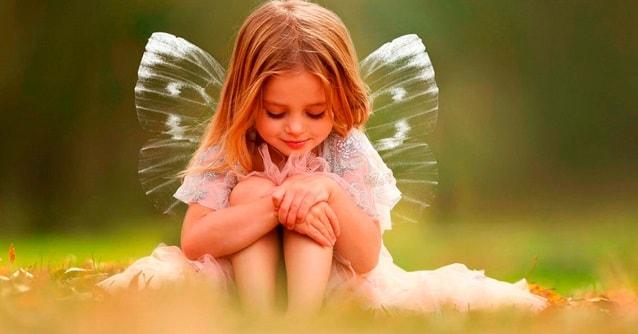 девочка с крыльями