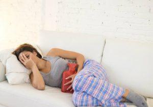 Нарушение менструальных циклов при климаксе: причины, симптомы, лечение