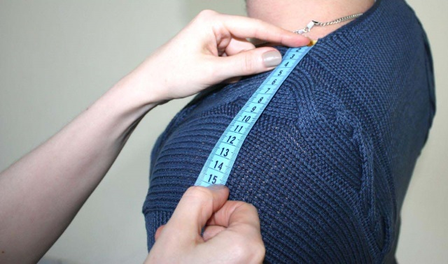 измерение ширины плеча
