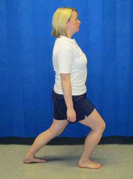 упражнение с выпадом колена вперед