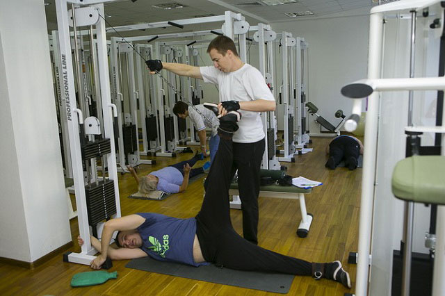 выполнение упражнений Бубновского с инструктором