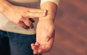 Нерегулярные сердцебиения при климаксе. Что нужно знать?