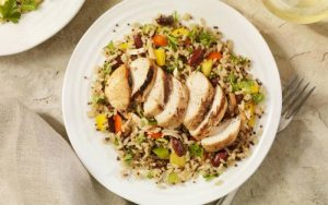 Салат с коричневым рисом