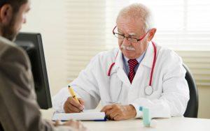Пациент с астмой и врач