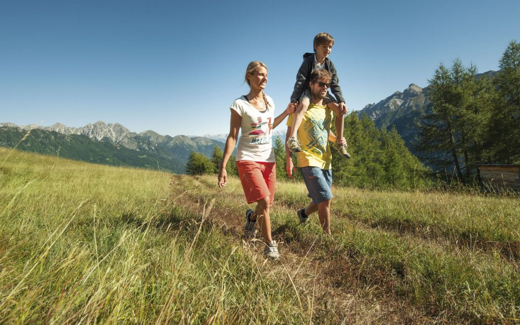 Прогулки на свежем воздухе благотворно скажутся на состоянии организма