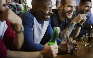 Мужчины в баре