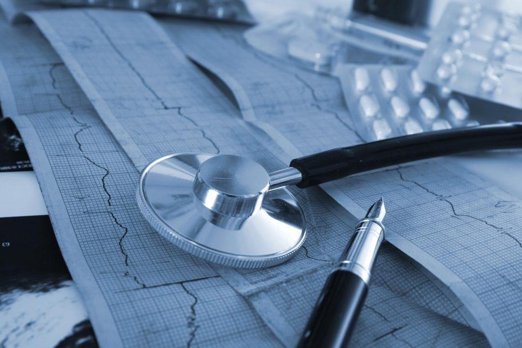 Больной получает медикаментозные назначения у терапевта и кардиолога
