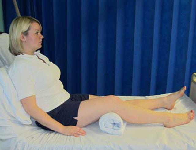 упражнение 2 со свернутым полотенцем