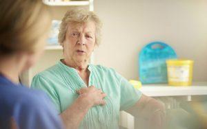 Боль с правой стороны груди: причины, симптомы, какие заболевания, от чего возникает, нужно ли к врачу?