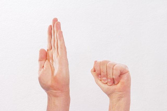 дотягивание пальцами до основания ладони